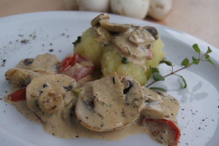 Champignon-Rahm-Ragout mit Kartoffelklösse