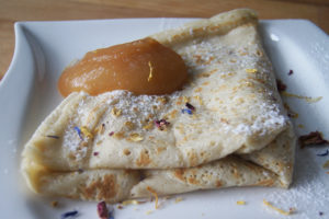 Vegane Crepes - Schoko-Sauce - Apfelmus - Zimt und Zucker